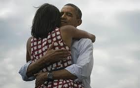 obama abbraccio michelle